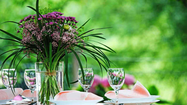 ZK. 7 Tips for Picking Flowers for a Summer Wedding Promo Image