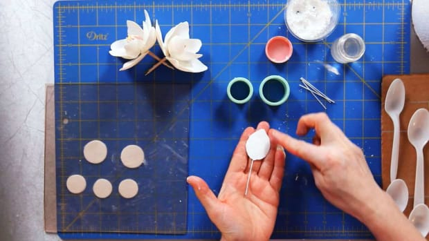 ZC. How to Make Magnolia Sugar Paste Flower Petals Promo Image