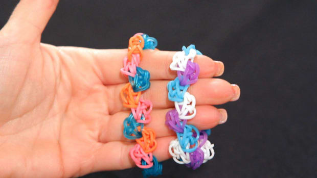 P. How to Make a Zigzag Rainbow Loom Bracelet Promo Image