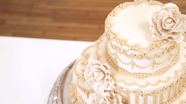 Lesson 11: Now What? Tips on Pricing, Boxing & Delivering Specialty Cakes Promo Image