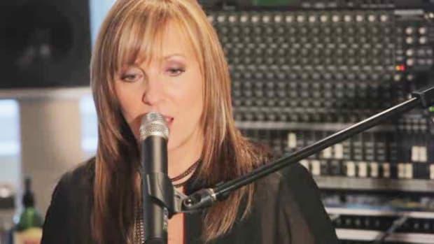 B. How to Sing like Christina Aguilera Promo Image