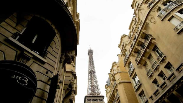 A. Top 5 Neighborhoods to Visit in Paris Promo Image