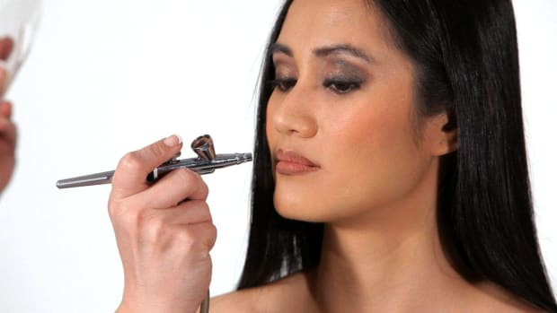 G. How to Apply Lip Liner with an Airbrush Promo Image