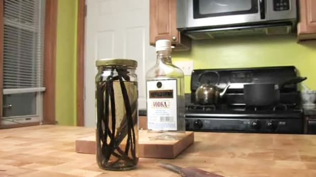 W. How to Make Vanilla Extract Promo Image