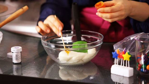 ZG. How to Prepare Frosting for Decorating a Birthday Cake Promo Image