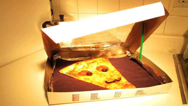 L. How to Turn a Pizza Box into a Solar Oven Promo Image