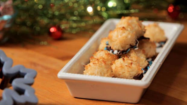 R. How to Make Chocolate Coconut Macaroons Promo Image