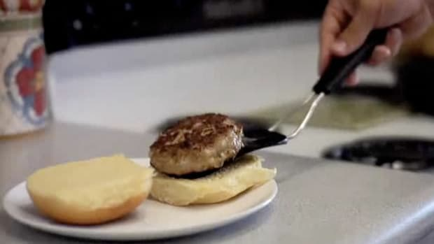 U. How to Make Moist, Flavorful Turkey Burgers Promo Image