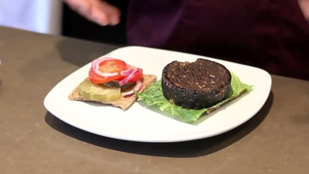 ZH. How to Make a Raw Burger for a Raw Food Diet Promo Image