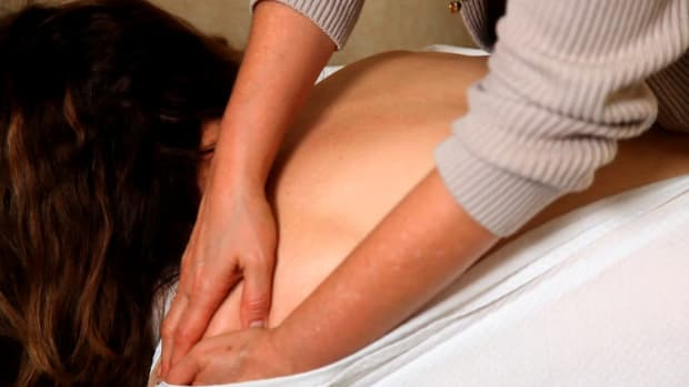 ZE. How Is Shoulder Pain Treated by a Chiropractor? Promo Image