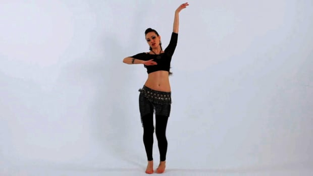 L. How to Do a Traveling Hip Lift in Belly Dancing Promo Image