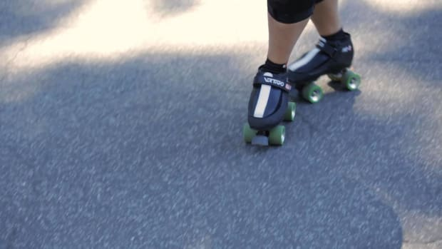 L. How to Skate Backwards Fast on Roller Skates Promo Image