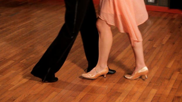 Q. How to Do a Foxtrot Corner Step Promo Image