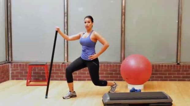 ZL. How to Do a Lunge for Female Leg Workout Promo Image