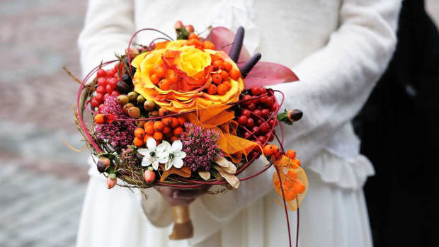 ZL. 10 Tips for Picking Flowers for a Fall Wedding Promo Image