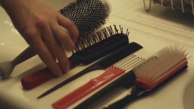 ZM. How to Choose the Best Brushes and Combs Promo Image