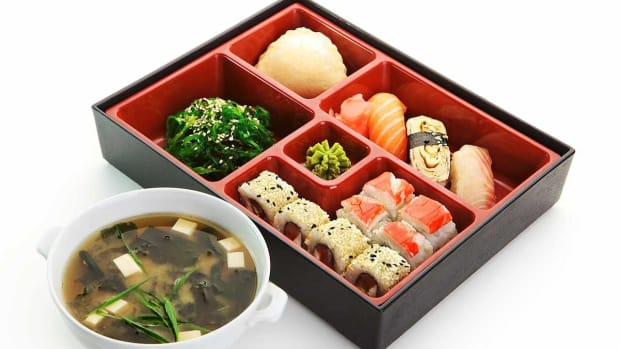 U. How to Pick Seasonal Foods for a Bento Box Promo Image