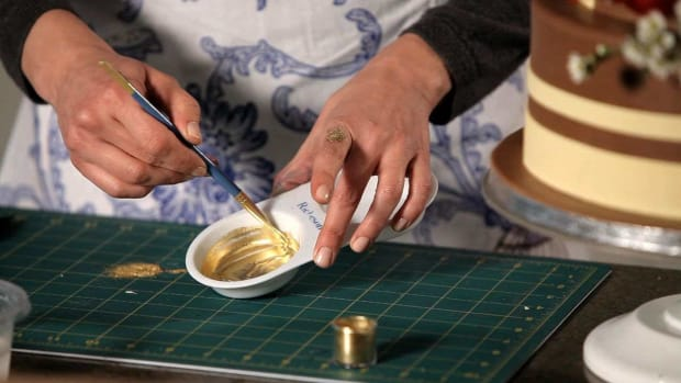 T. How to Paint a Wedding Cake with Gold Promo Image