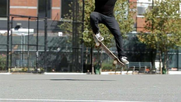 W. How to Do a Fakie 180 Backside on a Skateboard Promo Image