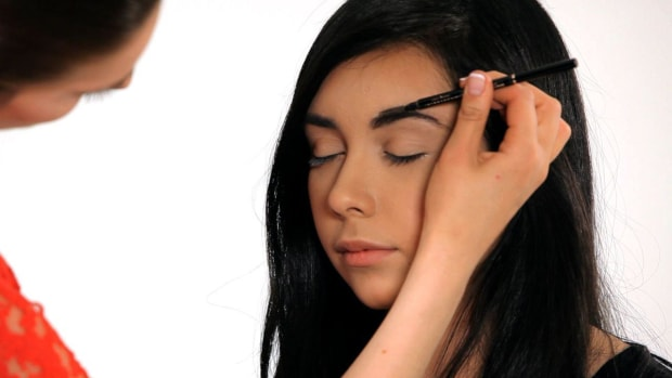 ZB. How to Fill in Your Eyebrows Promo Image