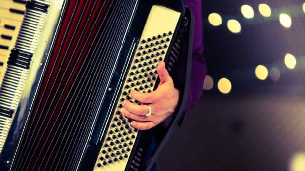 J. How to Move & Maneuver an Accordion While Playing Promo Image