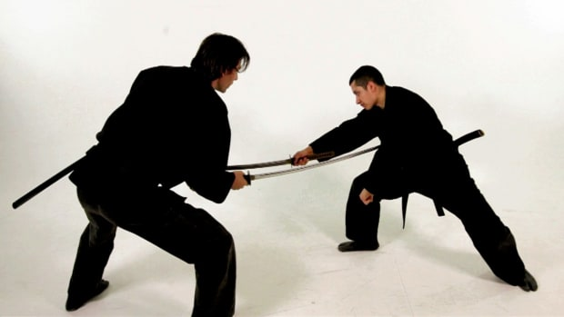 ZQ. How to Do the 2 Sword Katana Technique in Sword Fighting Promo Image