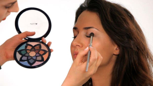 ZG. How to Use Bright Makeup Colors Promo Image