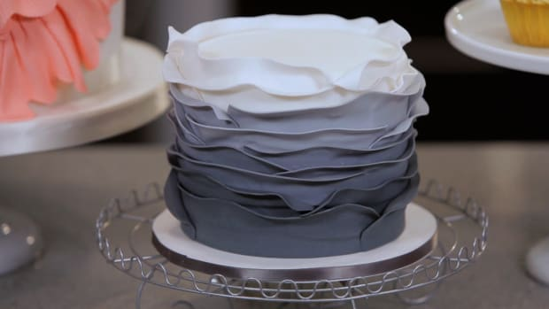 Lesson 6: Make an Ombre Ruffle Cake Promo Image