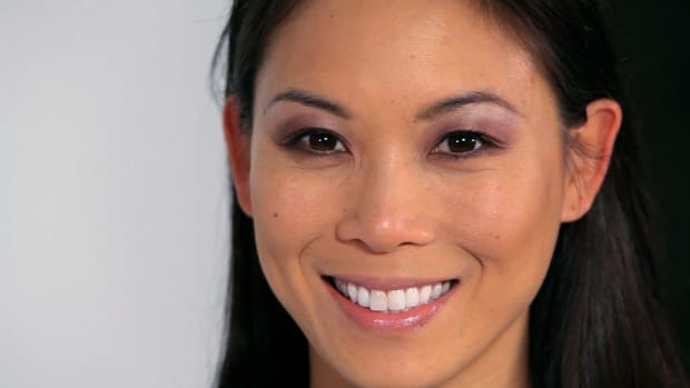 F. How to Use Brown Smokey Eye Makeup for Asians Promo Image