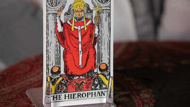V. How to Read the Hierophant Tarot Card Promo Image