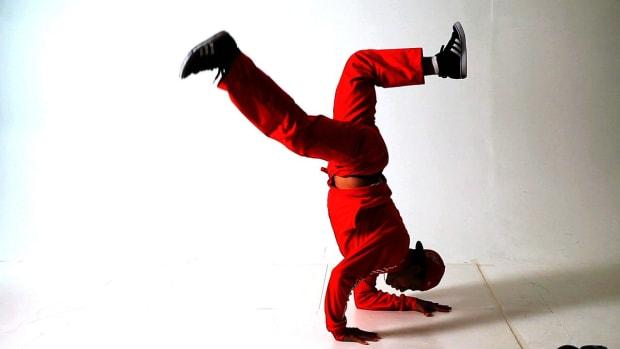 W. How to Do an Elbow Freeze in Break Dancing Promo Image