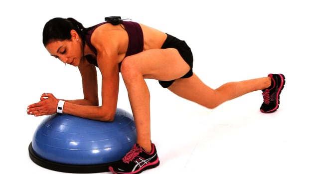 ZH. How to Do a Lunge from Plank with a Bosu Ball Promo Image