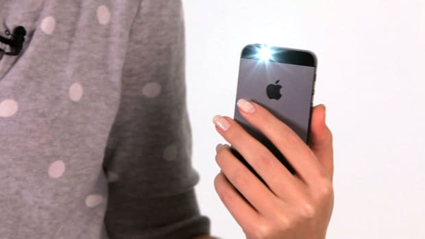 ZW. How to Use LED Flash for Alerts on an iPhone Promo Image