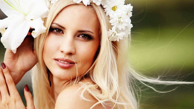 ZH. 6 Tips for Picking a Floral Headpiece Promo Image