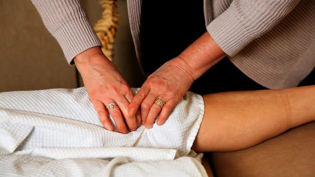 ZF. How Is Knee Pain Treated by a Chiropractor? Promo Image