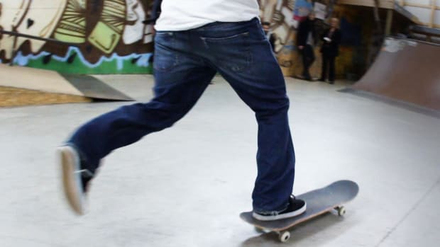 ZE. What is Mongo Footing on a Skateboard? Promo Image