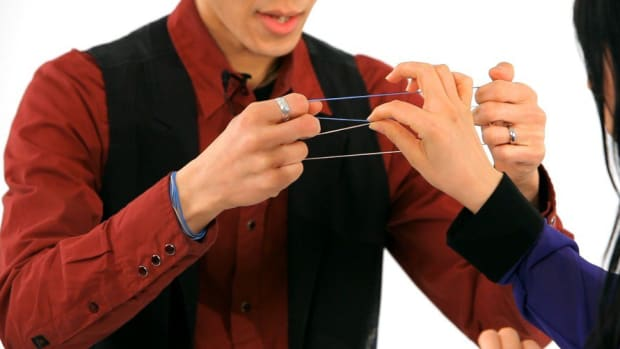 O. How to Do the Linking Rubber Band Office Magic Trick Promo Image