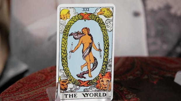 ZL. How to Read the World Tarot Card Promo Image