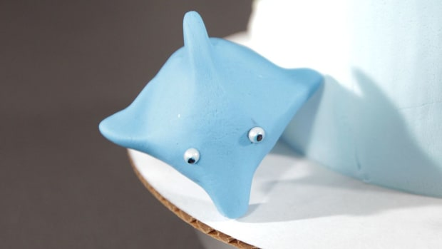 Q. How to Make a Fondant Dolphin for a Beach Theme Cake Promo Image