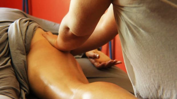 P. How to Deep Tissue Massage the Hamstrings Promo Image