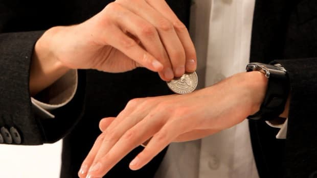 S. How to Pass a Coin through Your Hand with Magic Promo Image