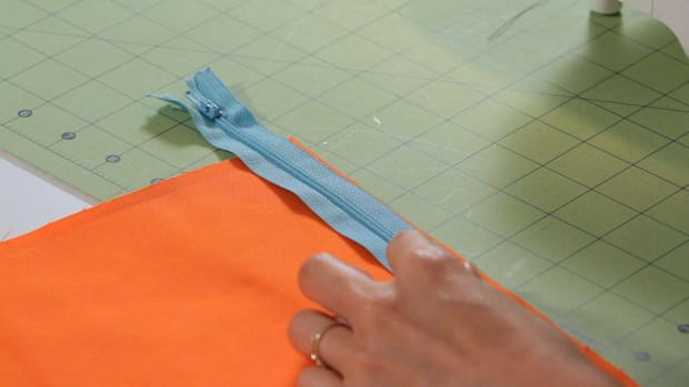 R. How to Prepare to Sew a Lapped Zipper with a Sewing Machine Promo Image