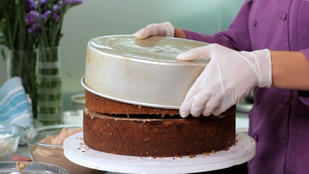 Lesson 8: Buttercream the Cake, Cover in Fondant & Stack Promo Image