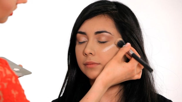ZF. How to Make Your Face Look Thinner with Makeup Promo Image