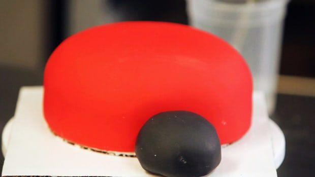 L. How to Create the Face for a Ladybug Cake for a Kids' Party Promo Image