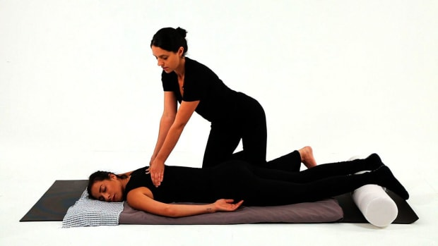 I. How to Give a Shiatsu Spinal Massage Promo Image