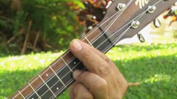 R. How to Play a D7 Chord on Ukulele Promo Image