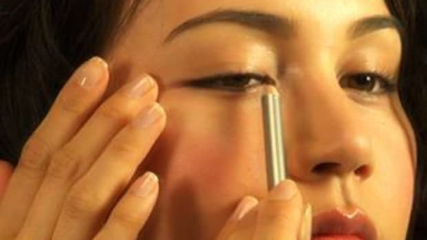 ZE. How to Apply Pencil Eyeliner Promo Image
