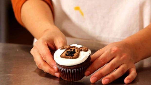 S. How to Make Dog Cupcakes for Kids Promo Image