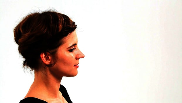 ZQ. How to Do a Short Bob Hairstyle for a Wedding, Part 2 Promo Image